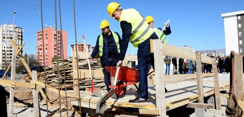 Vuković polaže kamen temeljac