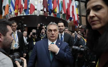Pokušava da podstakne bazu: Orban