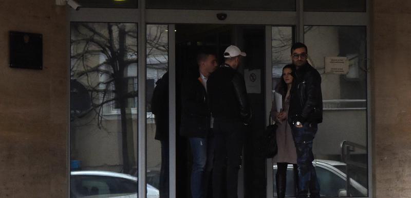 Grupa iz Zagoriča čeka Miloševića ispred policije