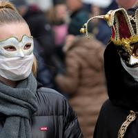 Maskirani učesnici Venecijanskog karnevala