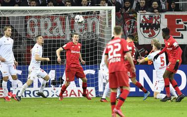Arangiz postiže gol za Bajer