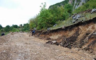 Radmanci - put preko arheološkog lokaliteta Torine