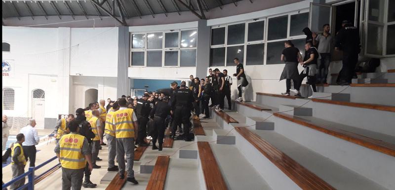 Navijači Partizana na bazenu u Budvi