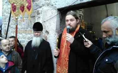 Jeromonah Evstatije kod manastira Đurđevi stupovi
