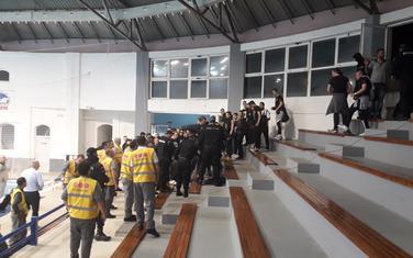 Navijači Partizana sinoć na bazenu u Budvi