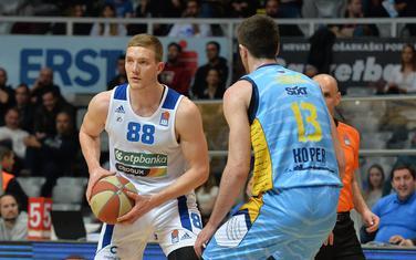 Dominik Gilbert (Zadar) i Aleksandar Lazić (Primorska) na večerašnjoj utakmici