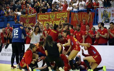 Crnogorske rukometašice slave sa navijačima u Nikšiću