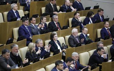 Tereškova (u sredini) na sjednici donjeg doma ruskog parlamenta