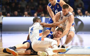 Imaju zakazane treninge u jutarnjim časovima, ali je pitanje da li će moći da ih odrade: Derik Nidam, Nikola Ivanović i Vukota Pavić