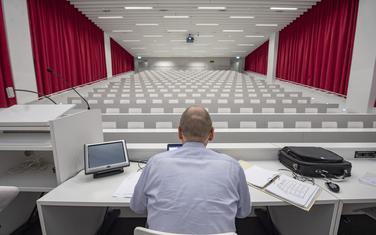 Onlajn predavanje na Univerzitetu u Švajcarskoj