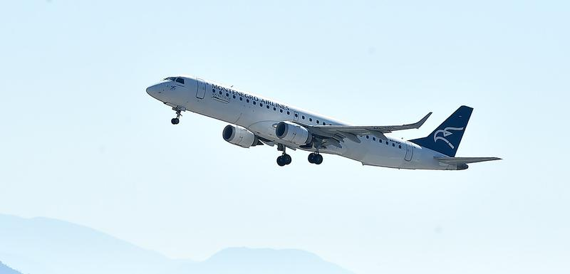 Avion poletio za Budimpeštu
