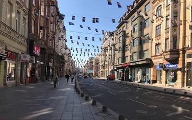 Jedna od najprometnijih ulica Maršala Tita u Sarajeva, danas je bila praza kao i većina ostalih.
