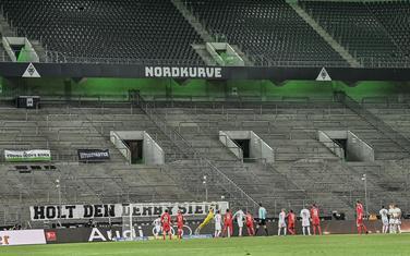Sa meča Menhengladbah - Keln na praznom stadionu