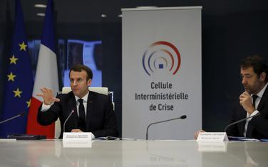 Makron na sastanku u kriznom centru ministarstva unutrašnjih poslova