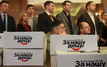 Srpska napredna stranka (SNS) predala je 5. marta listu za parlamentarne izbore Aleksandar Vučić - za našu decu u Republickoj izbornoj komisiji u Beogradu