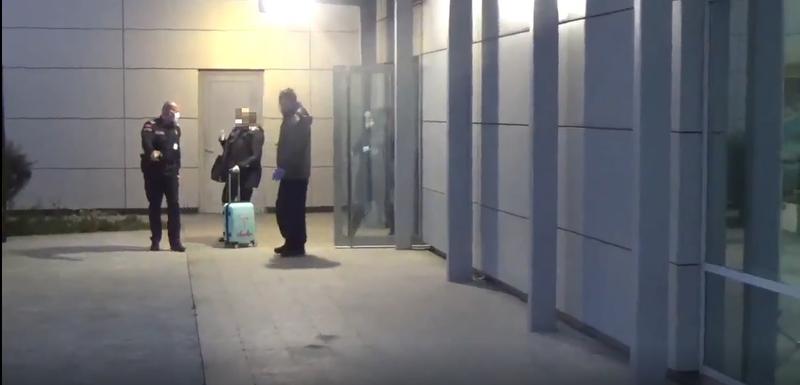 Policija izvodi crnogorsku državljanku sa aerodroma