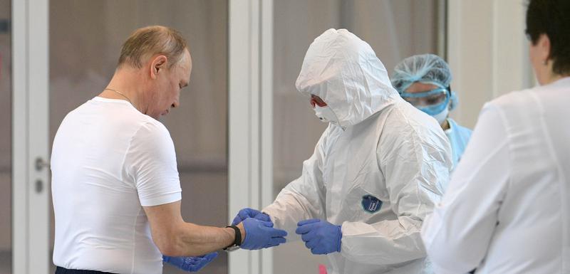 Ruski predsjednik Vladimir Putin prilokom posjete jednoj od bolnica u Moskvi