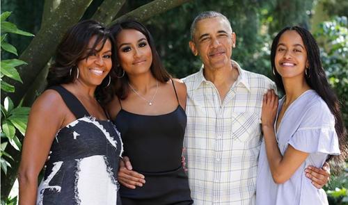 Mišel i Barak Obama sa čerkama Sašom i Maliom