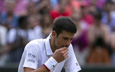 Novak Đoković nakon pobjede nad Federerom prošle godine u finalu Vimbldona