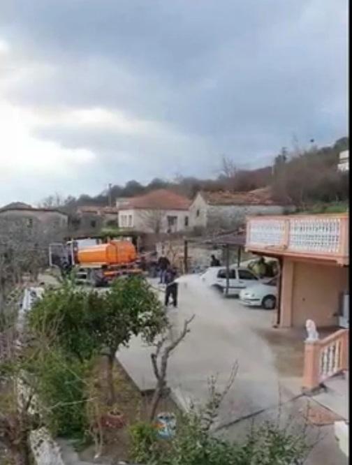 """""""Naš posao je bio da dezinfikujemo sve ulice"""": Komunalci u privatnom dvorištu"""