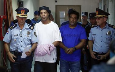 Ronaldinjo sa lisicama u Palati pravde u Asunsionu