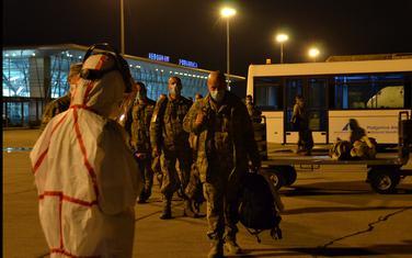 Pripadnici XI kontingenta Vojske Crne Gore na aerodromu u Podgorici