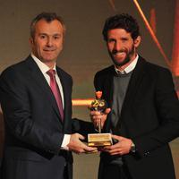 Mladen Kašćelan prima nagradu za 25 mečeva u nacionalnom timu