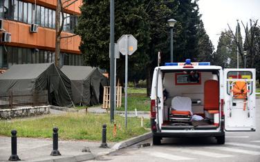 Trijažni šatori na ulazu u podgoričku Hitnu pomoć