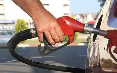 Treći uzastopni veliki pad cijena goriva od početka krize