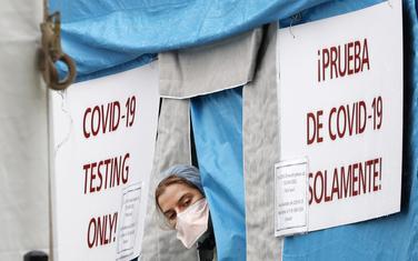 Šator za testiranje za kovid-19 u Njujorku