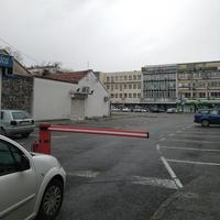 Danima gotoov prazan parking u centru Podgorice