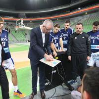 Trener Velić sa igračima Cibone