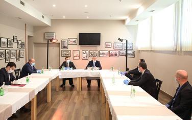 Đukanović na sastanku sa predsjednicima opština