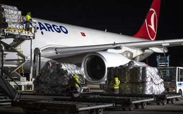 Oprema iz turske fabrike na aerodromu u Budimpešti