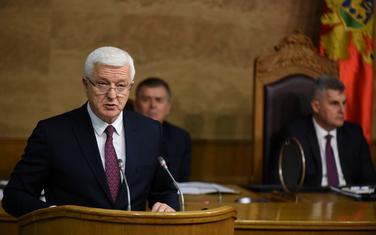 Vlada najavila pomoć zbog korone, izborna godina blokira isplate: premijer u Skupštini