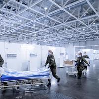 Vojnici pripremaju privremenu kliniku za oboljele od kovida-19 u Hanoveru u Njemačko
