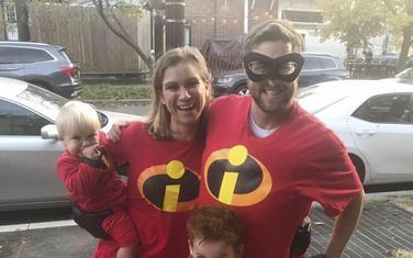 Mejv Kenedi Mekkin sa suprugom i djecom