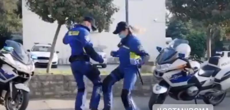 Službenici saobraćajne policije u Puli