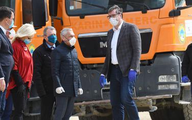 Vučić tokom posjete gradilištu brze pruge Beograd-Budimpešta na dionici Stara Pazova-Novi Sad