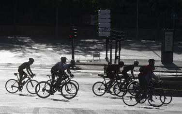 Biciklisti nakon popuštanja mjera u Madridu