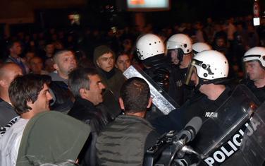 Nikšićani se poslije molebana podrške sveštenstvu sukobili sa policijom