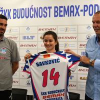 Jovana Savković sa trenerom Radoviće i predsjednikom Vujičićem